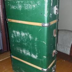 Geamantan tip valiza veche perioada Ceausista,valiza VERDE MAREMPatina,T.GRATUIT