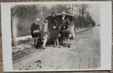 Domnisoare cu automobil de epoca, Romania interbelica// fotografie tip CP, Portrete, Romania 1900 - 1950