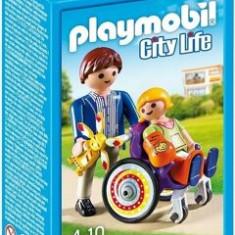 Playmobil City Life, Copil in carucior cu rotile