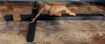 Crucifix vechi lemn foto