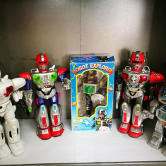 Colectie roboti chinezesti vechi. Robot, jucarie chinezeasca veche din plasic.