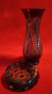 Vaza  cristal masiv rubin gravat manual (+ scrumiera  la fel , gratis)