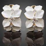 Cumpara ieftin Cercei ieftini dama, cu flori albe