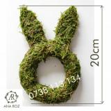 Iepuras cu urechi facut din muschi verde 20cm aranjamente Pasti DIY