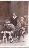 bnk foto - Copii cu jucarii - catei gonflabili - Olanesti 1982