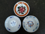 1, Lot de 3 farfurii vechi de agatat pe perete, marcate, ceramica veche