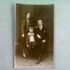 FOTOGRAFIE DE FAMILIE (TIP CARTE POSTALA), ANII 1920