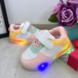 Cumpara ieftin Adidasi albi roz colorati cu lumini LED si scai pt fetite 21 22 25 cod 0773, Fete
