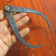 Scule / Unelte vechi - compas din metal model deosebit !