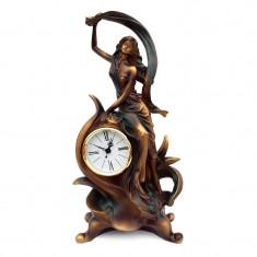 Statueta reprezentand o fata cu voal si ceas, 585E