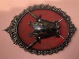 Panoplie miniaturala belgiana,cu armura-blazon si doua sabii incrucisate