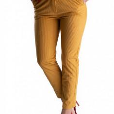 Pantaloni Eleganti Din Catifea Raiat Galbeni Mustar Charlotte