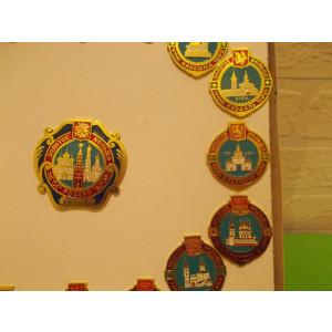 Colectie integrala INSIGNE cu BISERICILE DE AUR ale RUSIEI / cutia originala
