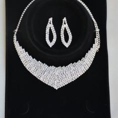 Set elegant format din colier si cercei candelabru, argintiu, auriu