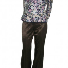 Pantaloni lungi, drepti, din material lucios maro, oferta spectaculoasa