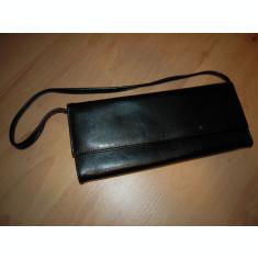 Geanta mica de dama din piele ecologica cu dimensiunea 24.5x10 cm. culoare negru