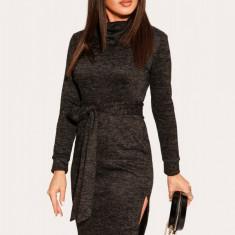 Rochie tricotata cu tăietură