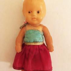Papusa / papusica bebelus Aradeanca, anii 70-80, 11 cm, plastic/cauciuc