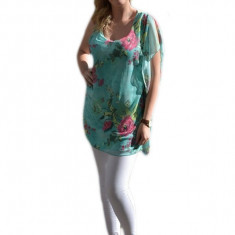 Bluza rafinata de vara, asimetrica, flori colorate pe fond verde