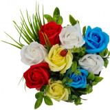 Aranjament floral deosebit 9 trandafiri cutie , flori de sapun,buburuza, 15x15x15 cm