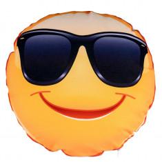 "Perna personalizata rotunda alba, model ""Smiley Ochelari de Soare"", poliester, diametru 40cm"