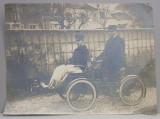 DOI BARBATI IN BICICLETA CU ATAS , FOTOGRAFIE MONOCROMA, INCEPUTUL SECOLULUI XX