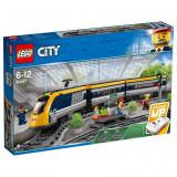 LEGO® CITY - Tren de calatori 60197