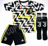 Compleu Echipament fotbal pentru copii  JUVENTUS RONALDO