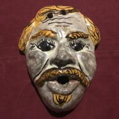 Veche masca din ceramica realizata si pictata manual model interesant !