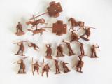 Lot 21 figurine soldati razboinici / cai miniatura, 2-2.5 cm