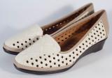 Pantofi platforma bej perforati marime 42 (cod 028522)