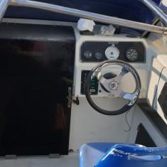 Vand, sau schimb, salupa cabinata+motor+peridoc - pret 7500 euro.