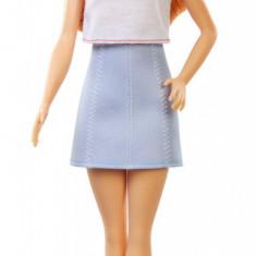 Cumpara ieftin Papusa Barbie Fashionista Cu Fustita Si Tricou Curcubeu