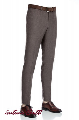 Pantaloni barbati slim maro foto
