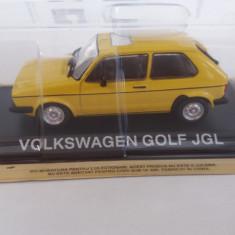 macheta volkswagen golf jgl + revista masini de legenda nr.51 - 1/43, noua.