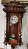 Pendula, ceas de perete antic cutie cu o sculptura deosebita