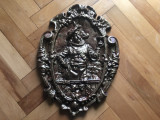 Panoplie veche medievala,cavaler in basorelief