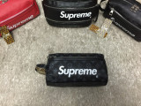 Borseta fotbal/toiletry bag/geanta voiaj/cosmetice Louis Vuitton x Supreme LV