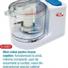 Mini-robot pentru hrana copiilor