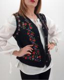Vesta brodata cu model traditional Celia