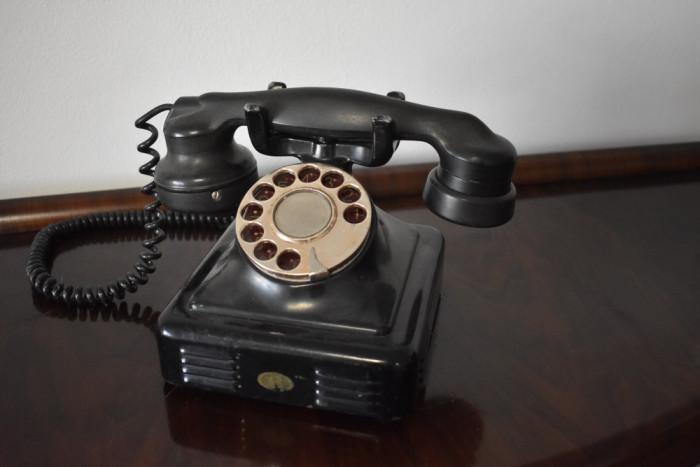 Telefon vechi frantuzesc cu disc / bachelita ebonita - de colectie - 1946