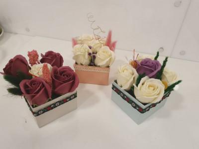 Cutie cadou cu trandafiri de sapun foto