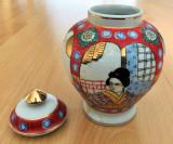 Vaza / Urna - portelan Japonia - coaja de ou - Gheisa, Seturi