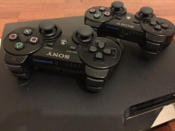 PS3 slim MODAT cu 2 manete + GTA 5, FIFA 19, Minecraft 40 jocuri