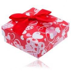 Cutie roșie cu inimi pentru cercei cu o fundiță roșie