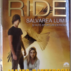 MAXIMUM RIDE, SALVAREA LUMII SI ALTE SPORTURI EXTREME de JAMES PATTERSON , 2013