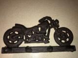 Cuier in forma de motocicleta chopper,din fonta masiva