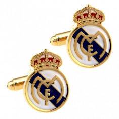 Set butoni tema sportiva fotbal Real Madrid si ambalaj cadou