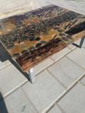 Masă din rășină