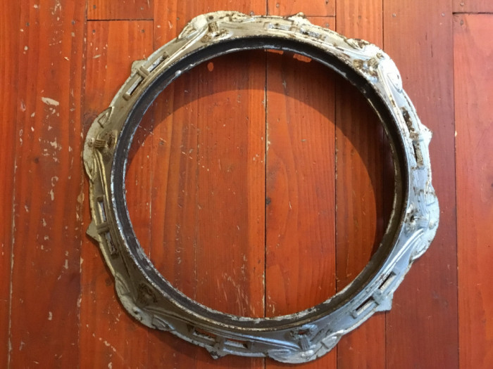 Design / Vintage - Rama rotunda din fonta de la o soba veche / Decor sau Oglinda
